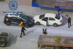 Momento de la detención de tres asaltantes de dos tiendas de telefonía en Zaragoza.