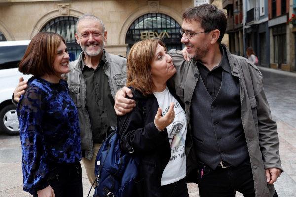 Juan Carlos Monedero con Pilar Garrido, Miren Gorrotxategi y Roberto Uriarte.