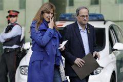 El presidente de la Generalitat, Quim Torra (c) y la diputada del congreso Laura Borrás (i) , salen de la Ciudad de la Justicia.
