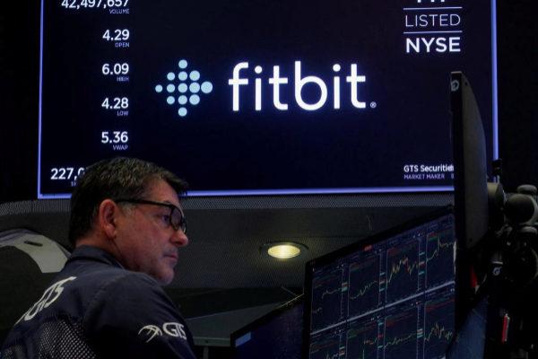 Una pantalla de Bolsa de Nueva York (NYSE) muestra la cotización de...