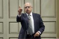 Casimiro Curbelo, presidente de La Gomera, durante un pleno.