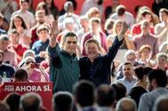 El candidato del PSOE, Pedro Sánchez (izqda.), y el presidente valenciano, Ximo Puig, este sábado, en Mistala (Valencia).
