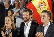 El candidato del PP, Pablo Casado (en el centro), con la candidata al Congreso Ana Pastor y el presidente de la Xunta, Alberto Núñez Feijóo, este sábado, en Lalín (Pontevedra).