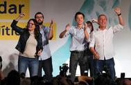 El candidato de Más País, Íñigo Errejón (segundo por la dcha.), en un acto con la lider de Compromís, Mónica Oltra, este sábado, en Valencia.