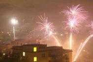Fuegos artificiales en Monterusciello tras la salida de los mafiosos.