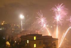 Fuegos artificiales para celebrar la salida de prisión de dos mafiosos