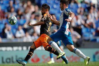 El Valencia castiga a un Espanyol de dos caras