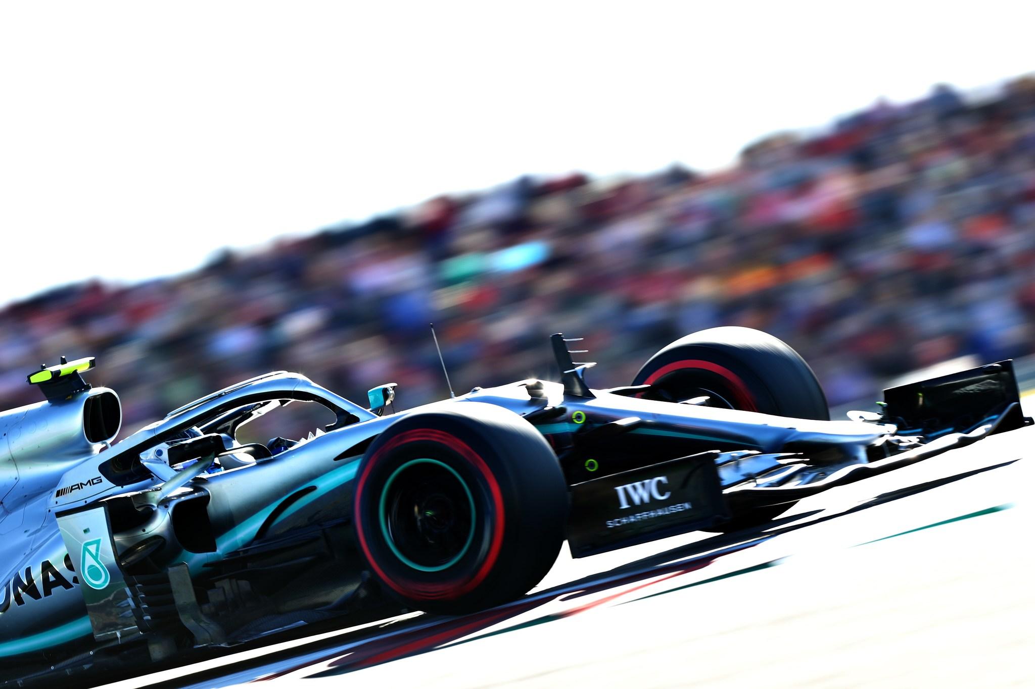 """Bottas se lleva la 'pole' y Hamilton defrauda: """"Ha sido un desastre total"""""""