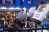 Los carteles de Madrid Central ocupaban Gran Vía, el pasado año, junto a las luces de navidad.