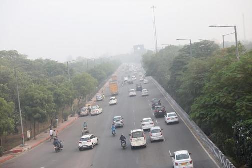 Una imagen de la ciudad de  Nueva Delhi, envuelta en humo por la...
