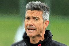 Bronca en el campo del Extremadura por las preguntas en catalán al entrenador del Girona