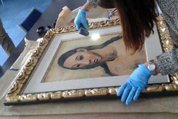 Examen del Picasso 'Cabeza de mujer joven', en Calvi (Córcega).