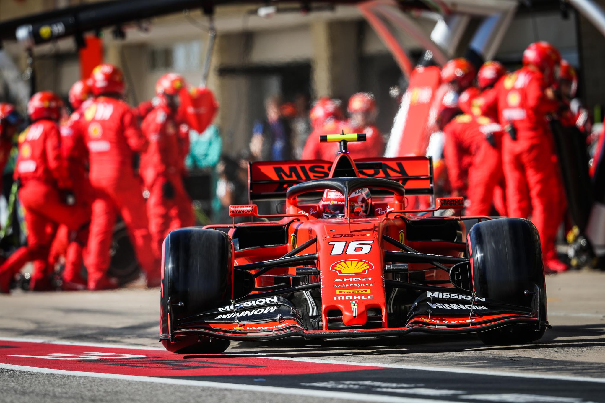 """Verstappen desata la ira de Ferrari con sus acusaciones de """"trampas"""" en el motor"""