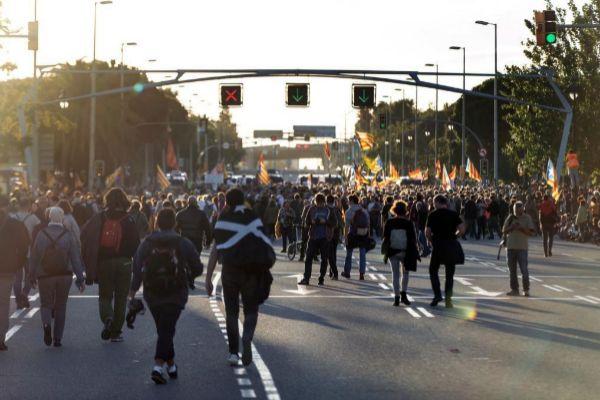 Centenares de personas protestan en la Diagonal contra la visita del...