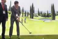 El presidente de la Junta, Juanma Moreno, prueba un mini golf junto al presidente de la Diputación de Málaga en expositor de Andalucía, en la World Travel Market de Londres.