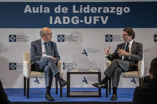 El director de EL MUNDO, Francisco Rosell, y el ex presidente del...