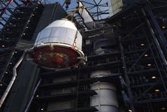 La sonda 'Voyager 2', encapsulada para el despegue en Cabo Cañaveral, en agosto de 1977