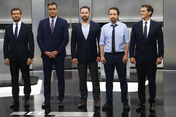 Los cinco candidatos participan en el debate electoral.