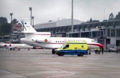 Momento de la llegada del Falcon al aeropuerto de Peinador (Vigo), este jueves, a las 13:48h.