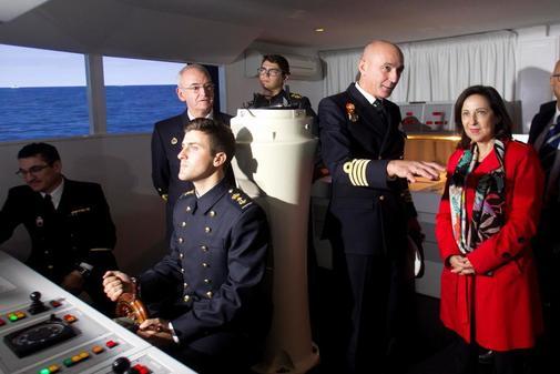 Margarita Robles, ayer lunes, durante su visita a la Escuela Naval...