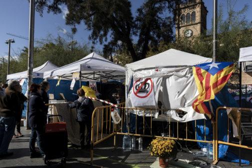Aspecto de la acampada secesionista en la plaza de la Universidad, en...