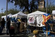 Aspecto de la acampada secesionista en la plaza de la Universidad, en el centro de Barcelona.