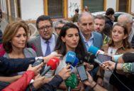 Rocío Monasterio, el lunes pasado, a las puertas de un centro de menores en la Macarena (Sevilla).