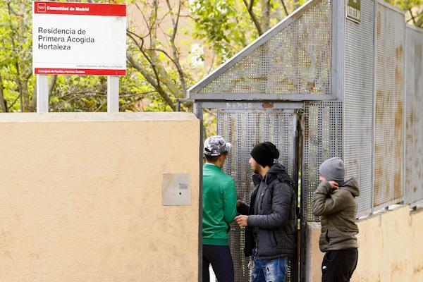 Santiago Abascal divide Hortaleza, un barrio obrero tensionado por los menas