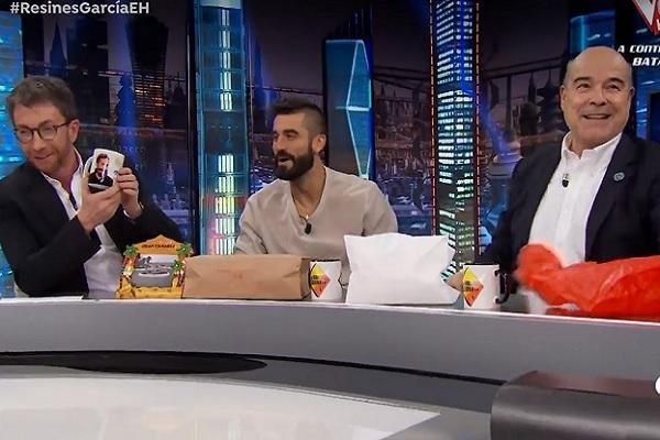 Pablo Motos, Álex García y Antonio Resines en El Hormiguero.