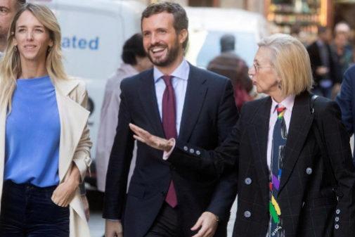 Cayetana Álvarez de Toledo, Pablo Casado y Rosa Díez, a su llegada...