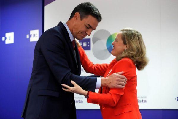 Pedro Sánchez y Nadia Calviño, durante un acto.