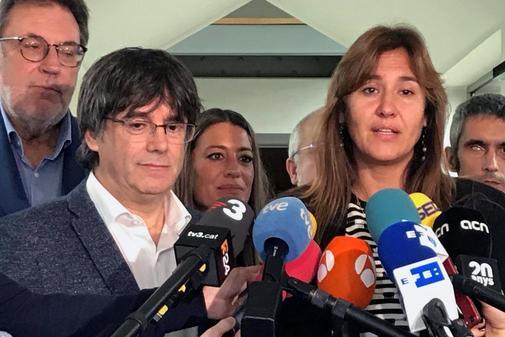 Puigdemont con la 'número uno' de JxCat, Laura Borràs, este martes...