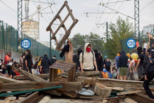 Radicales cortan la vía del AVE en Girona el pasado 14 de octubre.