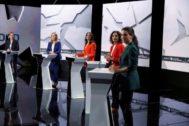 Las representantes de Vox, PSOE, Ciudadanos, PP y Podemos, en el plató donde se celebró el debate.