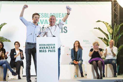 Íñigo Errejón y Joan Baldoví, en el acto de cierre de campaña de...