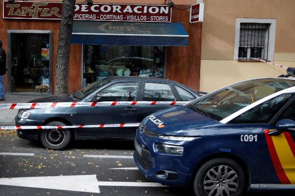 GRAF2614. MADRID.- Coches de la policía nacional a las puertas del...