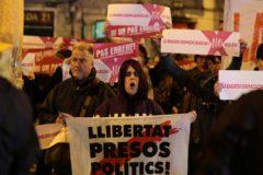Protesta independentista durante el cierre de campaña.