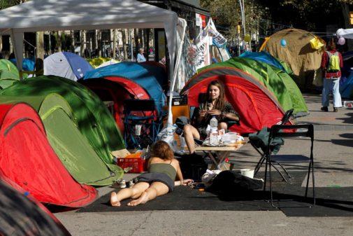 Estudiantes acampados en la Plaza de la Universidad de Barcelona.