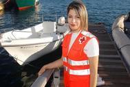 Sanae, con su chaleco de voluntaria de Cruz Roja en el Puerto de Alicante.