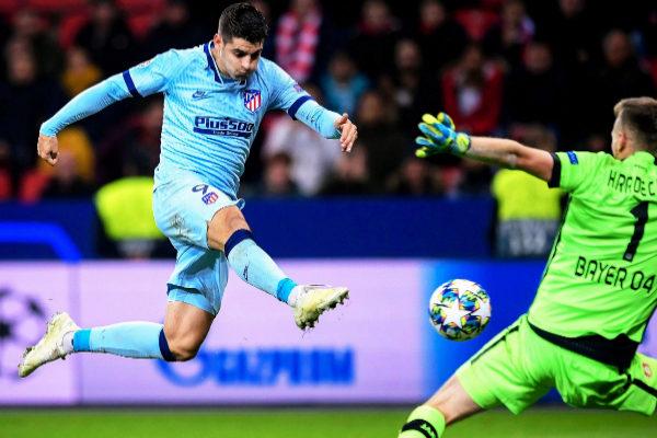 Leverkusen (Germany).- Atletico&apos;s Alvaro <HIT>Morata</HIT> (L) scores...