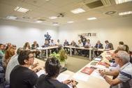 Sindicatos, patronal y Gobierno en una de las reuniones con el CRL.