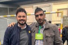 La foto de Rufián con un interventor de Vox, el votante centenario...
