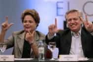 El presidente electo argentino, Alberto Fernández, junto a Dilma Rousseff.