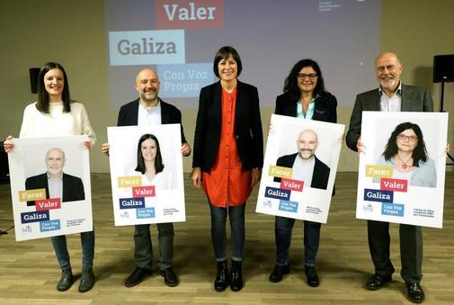 La portavoz nacional del BNG, Ana Pontón (en el centro), junto a...