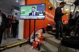 El candidato de Vox, Santiago Abascal, en un momento de su comparecencia, en la noche electoral, en la sede de Ciudadanos.