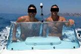 Dos de los hermanos López López, en un yate.