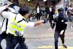 Momento del disparo al manifestante, este lunes.