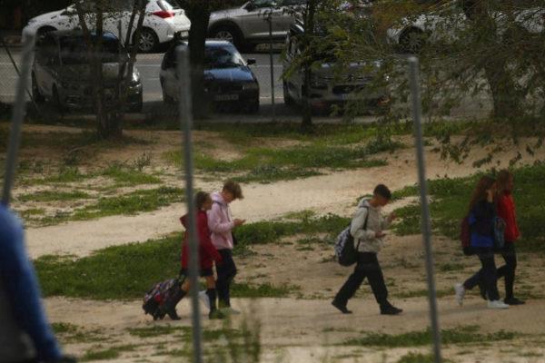 Un grupo de menores, en el distrito de Hortaleza