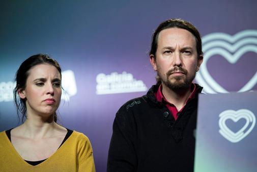 Irene Montero y Pablo Iglesias, el domingo, durante su comparecencia...