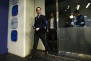 El secretario general del PP, Teodoro García Egea, y el portavoz del partido, Pablo Montesinos, anoche en la sede nacional de los 'populares'.